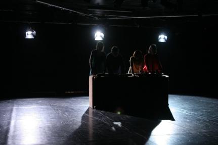 Studententheater der Universität Kassel (STUK) Theater ohne Name (ToN) Freie Sicht von Marius von Mayenburg Premiere am 12.06.2015